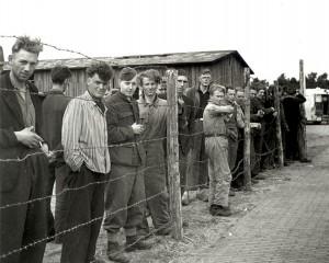 SS'ers en Landwacht geinterneerd in kamp Harskamp