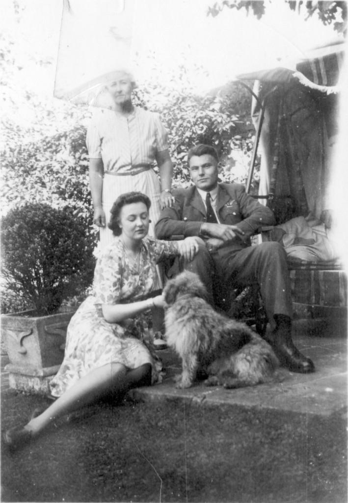 Bill Tudhope samen met zijn verloofde Molly Christopher op bezoek bij haar tantein Bath. (foto: Tudhope family, Anne Smith)