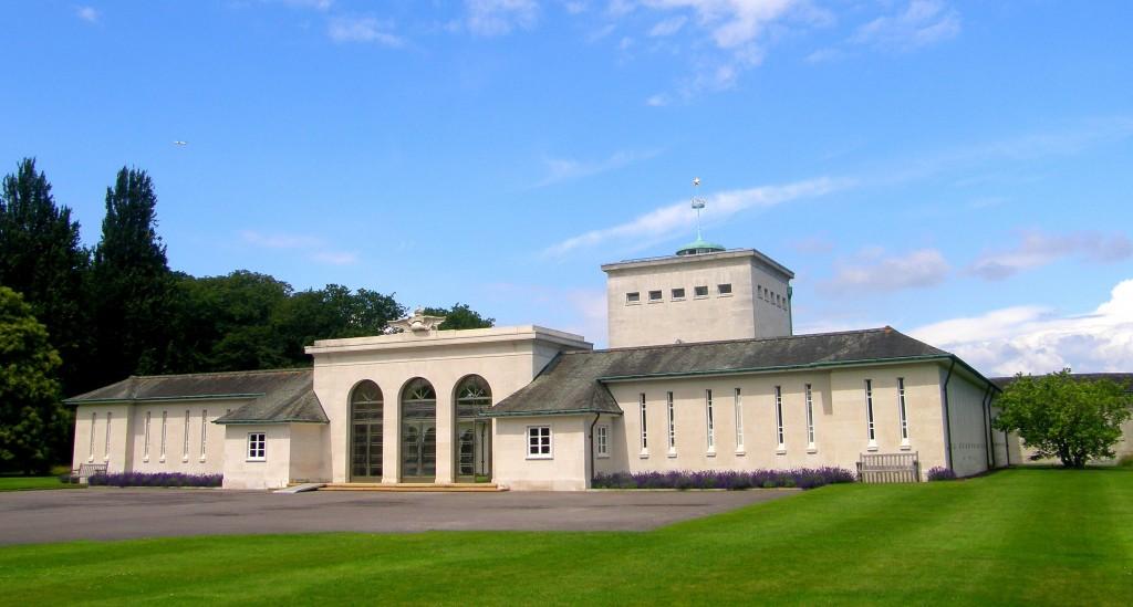 Op het Runnymede Memorial in Engeland staan 20.000 namen van vermiste vliegeniers uit de Tweede Wereldoorlog.