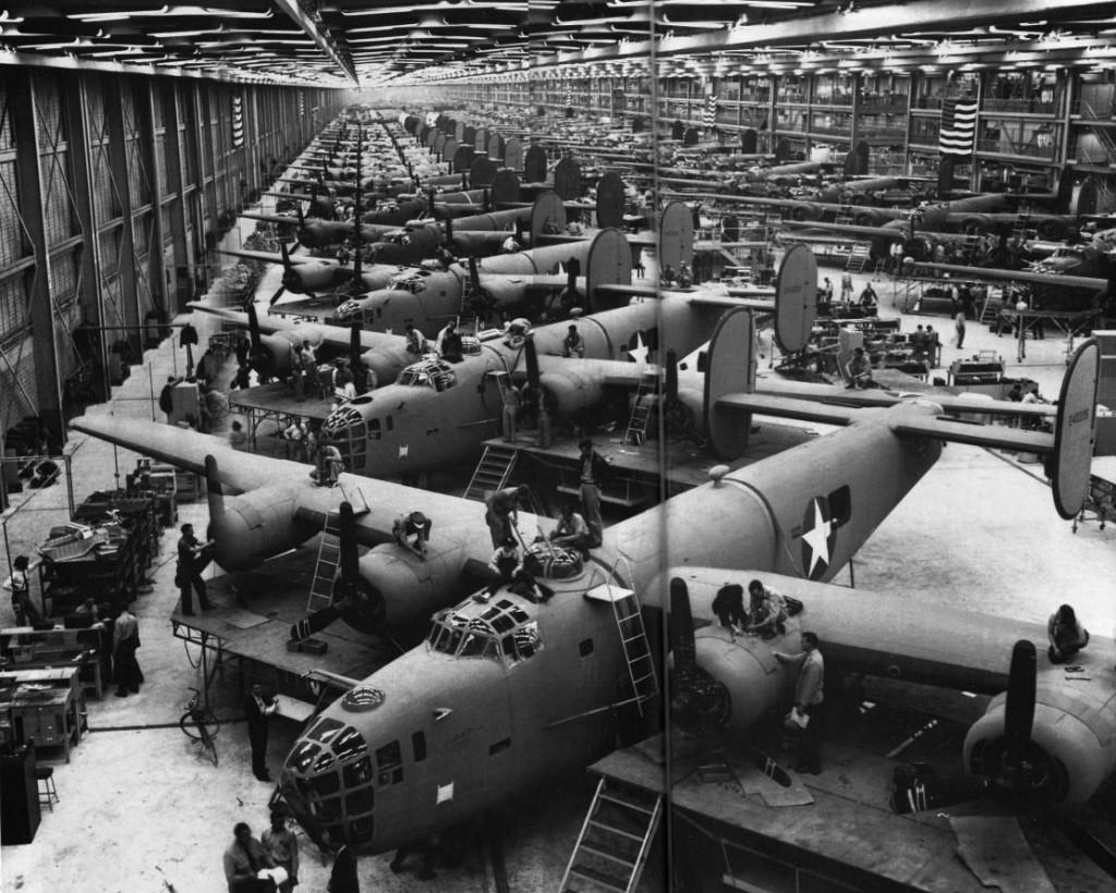 Impressie van de massaproductie in de Consolidated fabriek van B-24 Liberator bommenwerpers in Fort Worth, Texas.