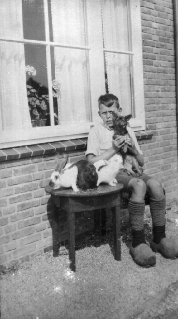 Jan Wester in zijn jeugd voor de Tweede Wereldoorlog in Slootdorp in de Wieringermeer waar zijn vader pionierde als boer.