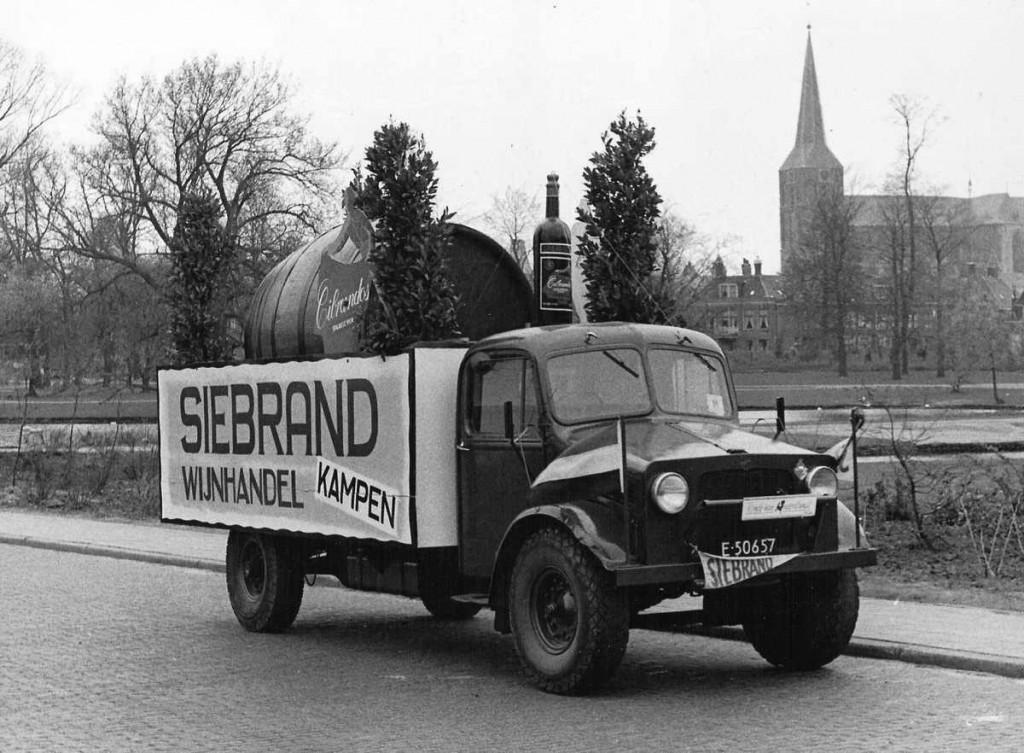 Bedford drie-tonner van het Britse leger, een dumpvoertuig uit de Tweede Wereldoorlog. (bron: Jan Bos. www.oudedaf.nl)