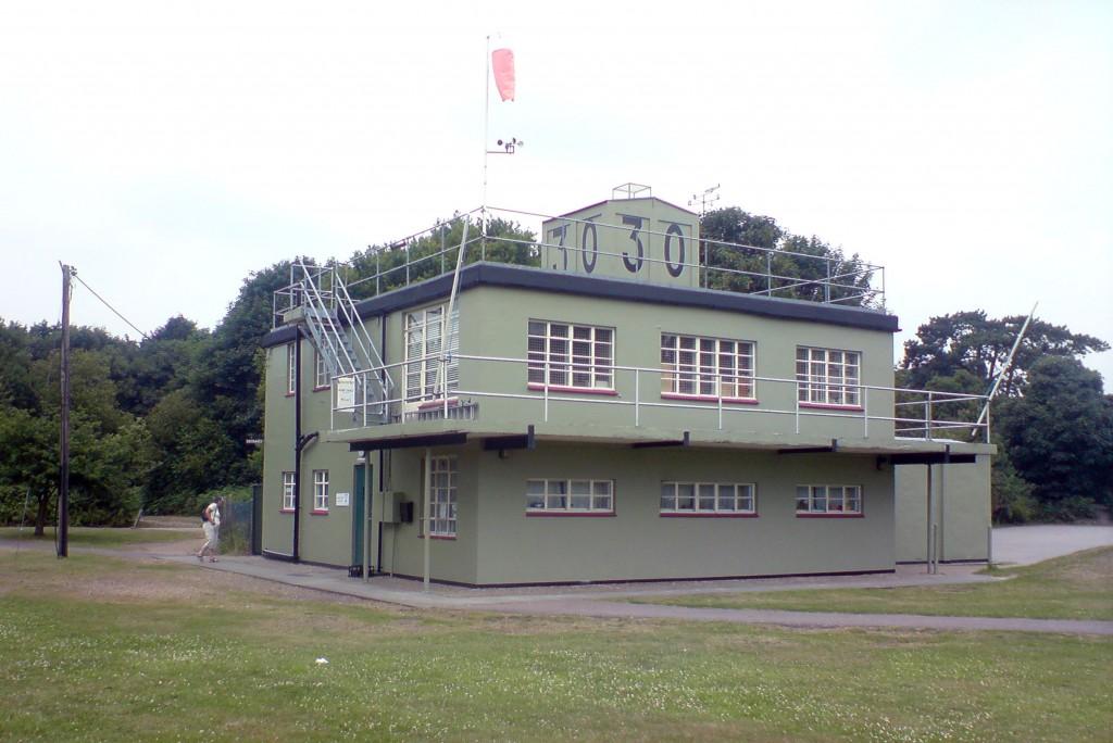 De verkeerstoren van vliegveld Martlesham Heath in Essex, Engeland, het Amerikaanse USAAF Station 369.