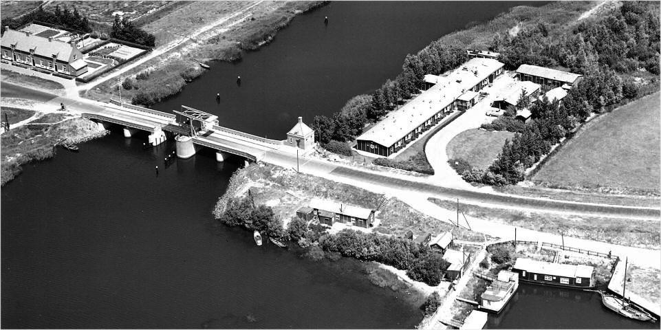 Luchtfoto van het Noodziekenhuis voor de Noordoostpolder bij Vollenhove.