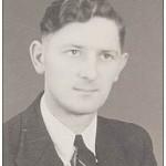 Dirk Kuiper was kampklerk in kamp Ramspol, waar hij ook een dienstwoning had. Zijn buurman was Dr. Iwema van het Noodhospitaal in Vollenhove.